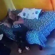 ふとましい女性が恐怖に震えながら銃殺され崩れ落ちる…