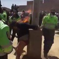 燃やされる泥棒が警官たちに助けられるまで