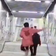 階段で歩きスマホはいけないってことがよく分かるw