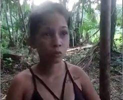 若い女性が無慈悲に銃殺され何度も頭を撃たれる