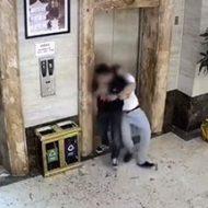 酔っぱらった男性二人がエレベーターシャフトに落下していく…