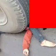 大型トラックに轢かれ最悪な状態の男性がグロすぎ…
