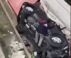 駐車場の3階から落下する娘を乗せた母親が運転する車
