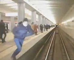 電車にダイナミック飛び込みして自殺を図った男性
