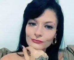 バイクに乗った二人組に襲われ射殺される女性の監視カメラと犯人目線の映像