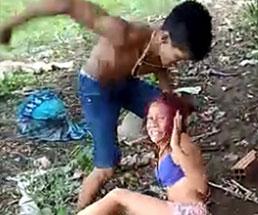浮気した彼女をバカ容赦なくボコボコにぶん殴るやんwww