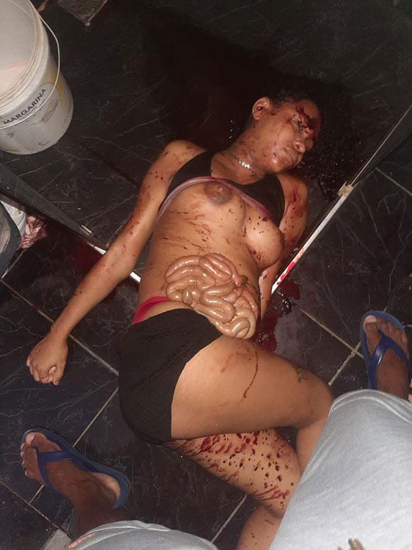 お腹を裂かれ子宮から赤ちゃんを引きずり出されて殺された女性の姿…