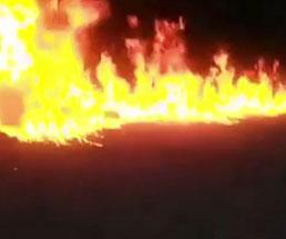 殺したギャングメンバーの死体にガソリンぶっかけて即燃やし