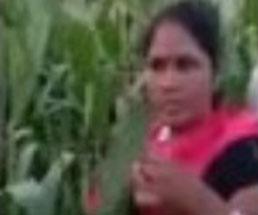 草むらの中でレイプされる様子を撮影される女性は抵抗もできない…
