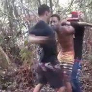 森の中でいともたやすく行われる拷問行為が容赦無さ過ぎw