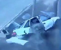 ヤバいスピードで車が電柱にぶつかると…?