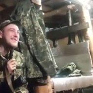 ロシアの兵隊が自分の頭を撃って自殺…