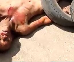 犯罪者が暴徒によって生きたまま燃やされるタイヤネックレス