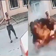 酔っ払い男が手元で手榴弾を爆破させ無事自爆w