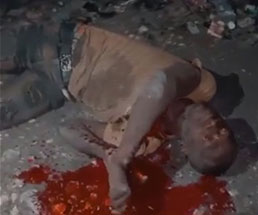 銃殺処刑され目を見開いたまま血がピューッと大量流血…