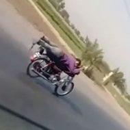 調子に乗ったバイクの乗り方を披露していたら無様な結末にw