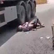 大型トラックの下に飛び込んだ男の一部始終
