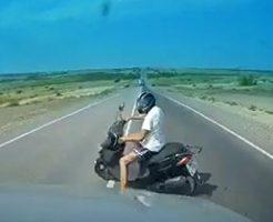 見晴らしの良い道路で急停止したバイクが追突されて即死…