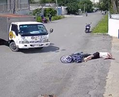 お手本のような交通事故から体が震えだす被害者の男性