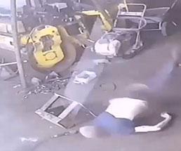 タイヤが爆発するアクシデントに遭うとこうなる