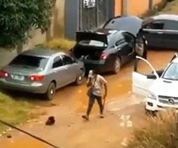 とあるカルト集団が処刑し斬首した男の頭でしっかりサッカーやってて恐怖なんだが…