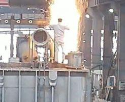 作業中に巨大な火柱が発生し大爆発が起きる衝撃的瞬間…