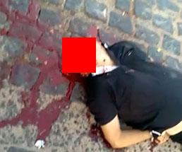 男達が争ってるから動画撮ってたら一人が鉛玉を頭に喰らって死んでる…