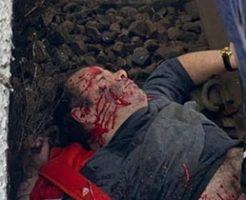 停車した電車の下を覗くと血まみれの男性の死体が…
