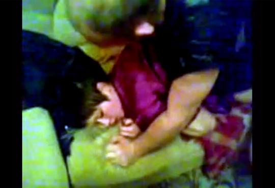 【本物レイプ】父親がまだ幼い可愛い娘をハメ撮りレイプしてる映像が怖すぎる・・・※超閲覧注意