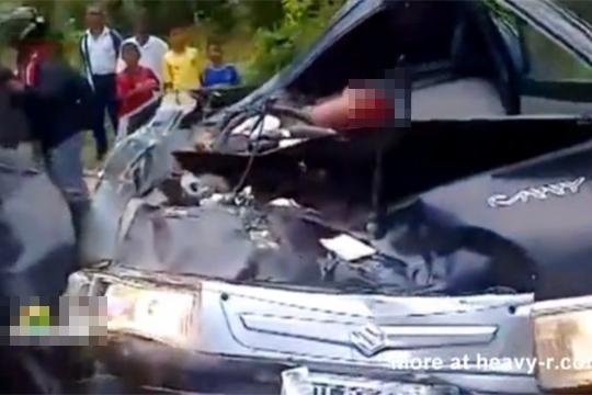 【閲覧注意】車の原型が無くなる位の事故したら中はもっと酷い事に…