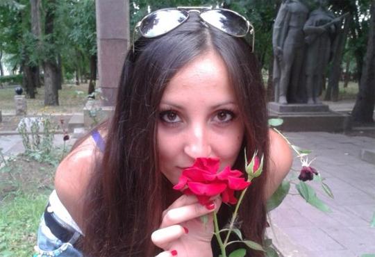 【閲覧注意】ウクライナの美女が戦争時の砲撃で半分にちぎれるまで ※グロ画像